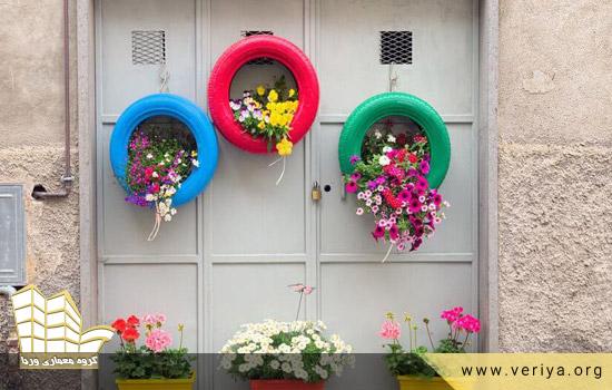 آویزان کردن گیاهان در بیرون خانه